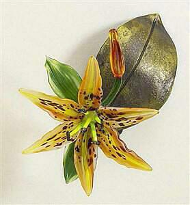 Daylily on Leaf
